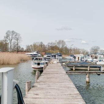 Yachthafenresort Fleesensee I🛥 www.sbs-fleesensee.de I Liegeplätze